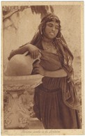 Femme Arabe à La Fontaine - Joli Portrait - Cartoline