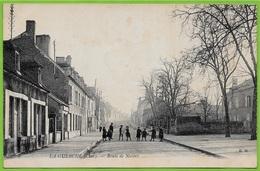 CPA 18 LA GUERCHE (sur L' Aubois) Cher - Route De Nevers ° E.M. - La Guerche Sur L'Aubois
