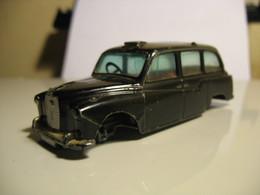 CORGI TOYS 418 AUSTIN FX4 - Corgi Toys