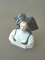 Buste D' ALSACIENNE En PORCELAINE DE SAXE Portant Le N°12770 Au Dos - Otros