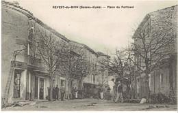 04 REVEST DU BION Place Portissol - Autres Communes