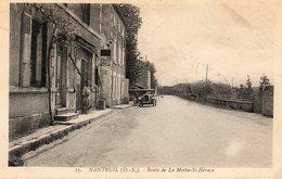 79. CPA. NANTEUIL.  Route De La Mothe Saint Heraye. Voiture, Pompe A Essence, Autobus Brivin. - Frankreich