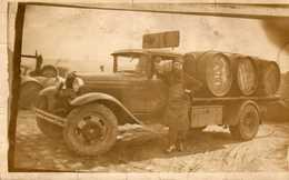 Camion De Livraison De Barriques UGV Blanc - A Identifier Inscription Mars 1933 Au Dos - A Identificar