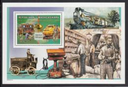 Madagascar 1999 MNH Scott #1505 Souvenir Sheet 7500fr Mail Trains UPU 125th Anniversary - UPU (Union Postale Universelle)