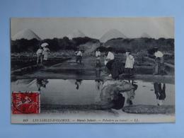 C.P.A. 85 LES SABLES D'OLONNE : Marais Salants Paludiers Au Travail, Timbre En 1908 - Sables D'Olonne