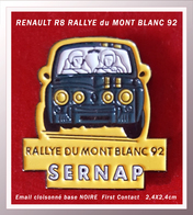 SUPER PIN'S RENAULT R8 : RALLYE Du MONT BLANC 1992 En émail Cloisonné Base Noire, Signé FIRST CONTACT, 2,4X2,4cm - Renault