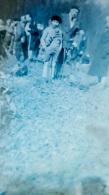 PLAQUE DE VERRE  GROUPE DE PERSONNES   FORMAT  12 X 9 CM - Glass Slides