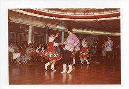 Photographie Originale: Norvege, Norge, Bergen, 1985, Spectacle, Danse Folklorique, Jeune Femme (18-3071) - Places