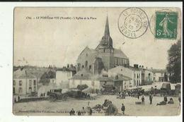 Le Poiré Sur Vie  85    L'Eglise Et La Place  Tres Tres Animée -Le Marché - Poiré-sur-Vie