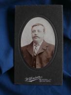 Photo CDV  Driver à Bradford  Portrait Homme Moustachu  Yeux Clairs  Cravate à Rayures - CA 1900 - L398 - Old (before 1900)