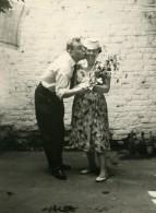 France Lille Homme Et Femme Le Baiser Scene De Fantaisie Ancienne Photo 1960 - Anonymous Persons
