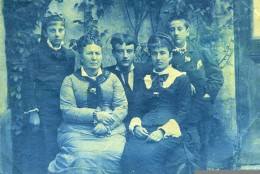 France Bretagne Scene De Famille Ancienne Photo Cyanotype 1900 - Anonymous Persons