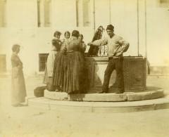 Italie Venise Fontaine Puits Publique Scene Animée Ancienne Photo 1890 - Photographs