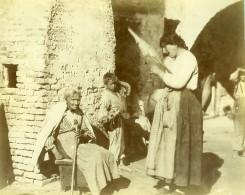 Italie Venise Scéne De Rue Animée Femme à La Quenouille Ancienne Photo 1890 - Photographs