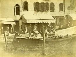 Italie Venise Scene Animée Pecheur Commercant Sur Barque Ancienne Photo 1890 - Photographs