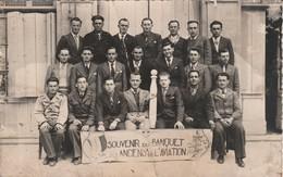 Photographie : Carte Photo : ( Souvenir Du Banquet Des Anciens De L'aviation ) Salon De Provence 1946 - état Moyen - Other Photographers