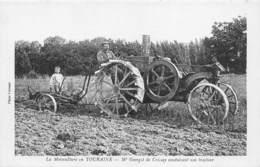 D.18-2732 : LA MOTOCULTURE EN TOURAINE. M. GEORGET DE CRISSAY AVEC SON TRACTEUR. - Tracteurs