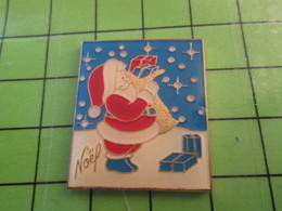 1118B Pin's Pins / Rare Et De Belle Qualité / THEME NOEL : PERE NOEL SUR FOND DE CIEL BLEU ENNEIGE - Weihnachten