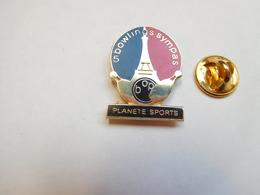 Beau Pin's En EGF , Bowling , BOP , Paris , Tour Eiffel , Planéte Sports - Bowling