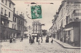 EVREUX - Place Du Grand-Carrefour - Hôtel Des Ventes, Place De L'Hôtel De Ville - Animé - TBE - Evreux