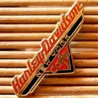 Joli Pin's Harley Davidson Café, émail Grand Feu, TBQ, Pins Pin. - Motorbikes