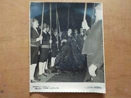 Cx7) Portugal 1 Julho 1958 Aniversação De Amália E Do Sporting Amália Rodrigues No Meio De Campinos 19,5x16cm Foto - Old (before 1900)