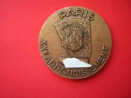 MEDAILLE BRONZE SIGNEE DELANNOY PARIS XX E ARRONDISSEMENT MENILMONTANT - Professionals / Firms