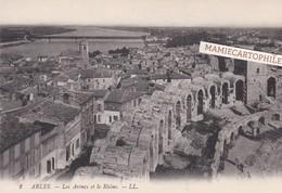 ARLES - Dépt 13 - Les Arènes Et Le Rhône - Arles