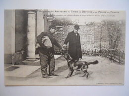 L'escorte Du Prisonnier Par Léveillé Chien De Berger De Beauce Danoisé - Perros