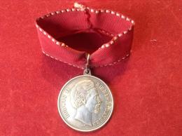 Orden Medaille Abzeichen An Öse Mit Band Ludwig II. König Von Bayern Mit Lebensdaten 1845-1886 - Royaux/De Noblesse