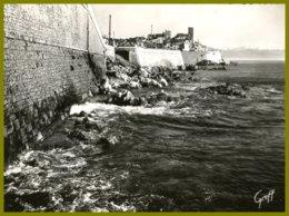 CPSM- édit.:GREFF-392- ANTIBES--Les  Remparts Et Le Fort - Antibes - Les Remparts