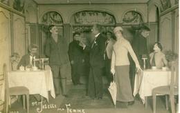 Carte Photo Format  Cpa  Mlle Josette Ma Femme  Scène à L'intérieur De Restaurant ?  à Identifier - Fotografie