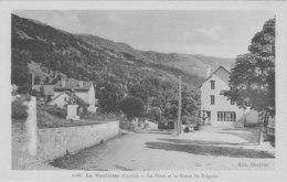 Le Vaulmier La Place Et La Route Du Falgoux - Altri Comuni