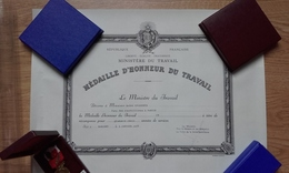 Diplôme Médaille D'or Du Travail 1978 - Diplômes & Bulletins Scolaires