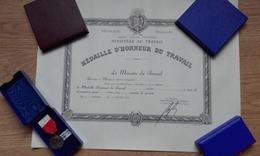 Diplôme Médaille D'honneur Du Travail - Argent 1977 - Diplômes & Bulletins Scolaires