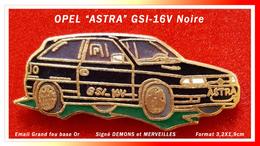 SUPER PIN'S OPEL : ASTRA GSI 16V Signé DEMONS Et MERVEILLES, émaillé Grand Feu Base Or, Format 3,2X1,9cm - Opel