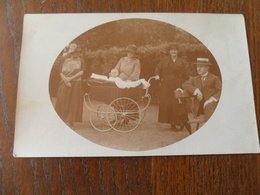 ANCIENNE PHOTO  /  FAMILLE BOURGEOISE EN  PROMENADE /   A IDENTIFIER / ANNEE 1923 - Non Classés