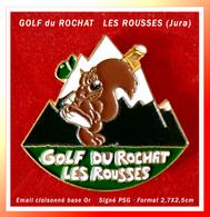 SUPER PIN'S GOLF : Le GOLF DU ROCHAT Aux ROUSSES (Jura) En Email Cloisonné Base Or, Format 2,7X2,5cm - Golf
