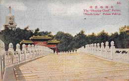 "CPA The "" Heaping-Cloud "" Pei-Lou, "" North Lake "" Palace, Peking - Chine"