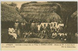 00134 - AFRIQUE - Catéchisme En Images Dans Un Village Du SIERRA-LEONE - Sierra Leone