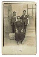 Carte Photo à Identifier Femme Et 2 Communiants Envoyée Par Madame DUVAL à Sens 37 Rue De L'Ile D'Yonne à Berck VOIR DOS - Sens