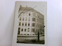Lemberg / Lwiw / Ukraine. Seltene Foto AK S/w. Gebäudeansicht Krankenhaus. Beschriftete : Ohren - Augenstation - Ansichtskarten