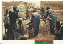 Afrique Burbina Faso  Province De Sanimatenga Les Menageres Autour Du Moulin A Grains - Burkina Faso