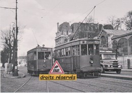 Motrices Du Tramway De Versailles (78) Devant La Gare De Rive Gauche - - Tramways