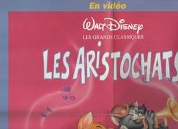 AFFICHE / POSTER LES ARISTOCHATS - WALT DISNEY HOME VIDEO - WINNIE LE MAGAZINE - AU DOS UN POSTER JEU LABYRINTHE - Posters