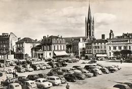 87. CPSM. LIMOGES.  Place De La République. Parking De Voitures Des Années 60.  1961. Cliché Assez Rare. - Limoges