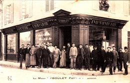 Ussel. Imprimerie Librairie Eyboulet Frères. Devanture De Magasin Avec Le Personnel. Avis De Passage. - Visiting Cards