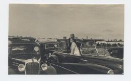 PHOTO DE 10 X6CM  FEMMES  Et VOITURES ANGLAISE   ALDERSHOT 1948 - RECTO/VERSO- B37 - Automobiles
