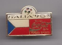 Pin's  Coca Cola Italia 90 Coupe Du Monde Du Football  Drapeau De La Tchecoslovaquie Réf 7162 - Coca-Cola