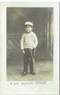 Carte Photo. Enfant En Militaire. Sabre Et Médaille. Foto Gotti à Lille. - Krieg, Militär